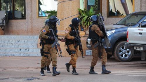 """""""Maintenant ça se passe ici aussi et on est obligé de se former pour apprendre à gérer"""": le Burkina Faso face à la menace terroriste"""