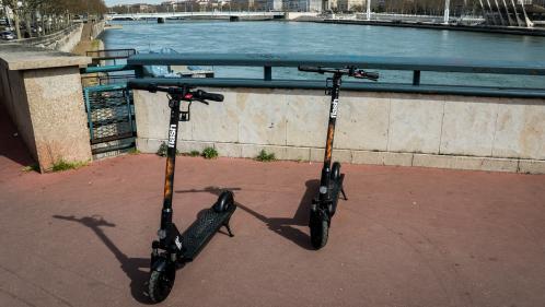 Des trottinettes électriques vandalisées à Lyon pour les immobiliser