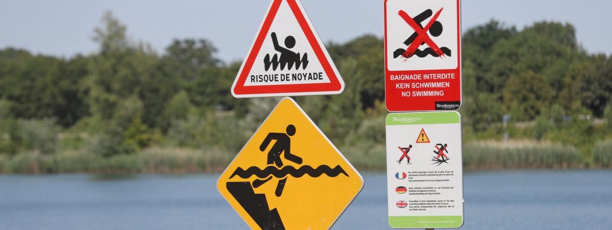 Des panneauxde préventionà proximité du lac Achard, au sud de Strasbourg.