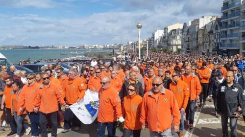 DIRECT. Sables-d'Olonne : une marche silencieuse en hommage aux sauveteurs morts en mer
