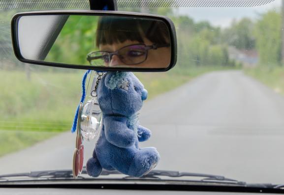 Laura Léon se rend chez un de ses bénéficiaires, le 17 mai 2019, dans la Sarthe.