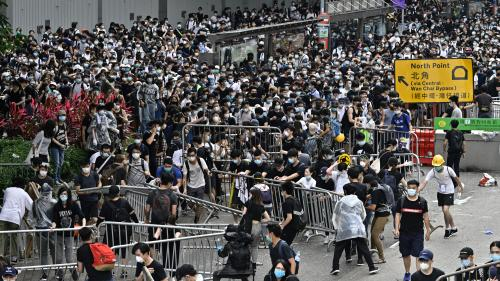 Hong Kong : face à la pression de la rue, les autorités reportent l'examen du texte controversé autorisant les extraditions vers la Chine