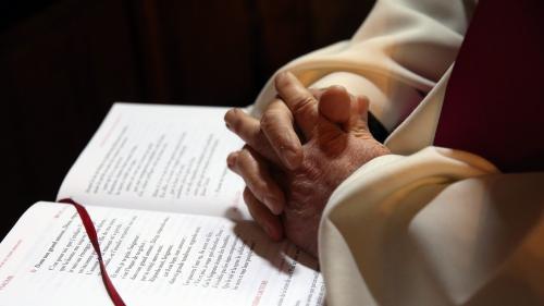 """""""J'étais un enfant du déshonneur"""" : des fils et filles de prêtres vont rencontrer des responsables de l'Église"""