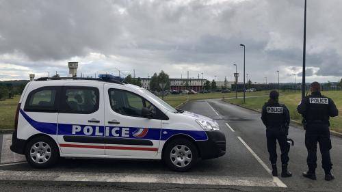 """Prison de Condé-sur-Sarthe : le ministère de la Justice assure que """"des bombes incapacitantes"""" ont été livrées, les syndicats disent n'avoir rien vu"""