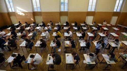 """Menace de grève le premier jour du bac: le ministère de l'Education nationale convoque """"davantage de surveillants"""""""