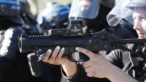 """""""Gilets jaunes"""": l'utilisation des LBD et des grenades de désencerclement a bondi de plus de 200% en 2018"""