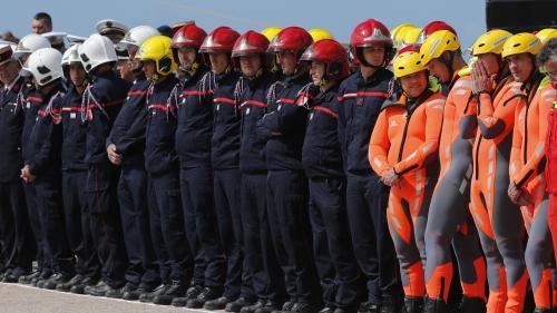 Emmanuel Macron avait déjà rendu hommage aux trois bénévoles morts dans le drame des Sables-d'Olonne : les rescapés du naufrage du bateau de la SNSM recevront eux aussi la Légion d'honneur