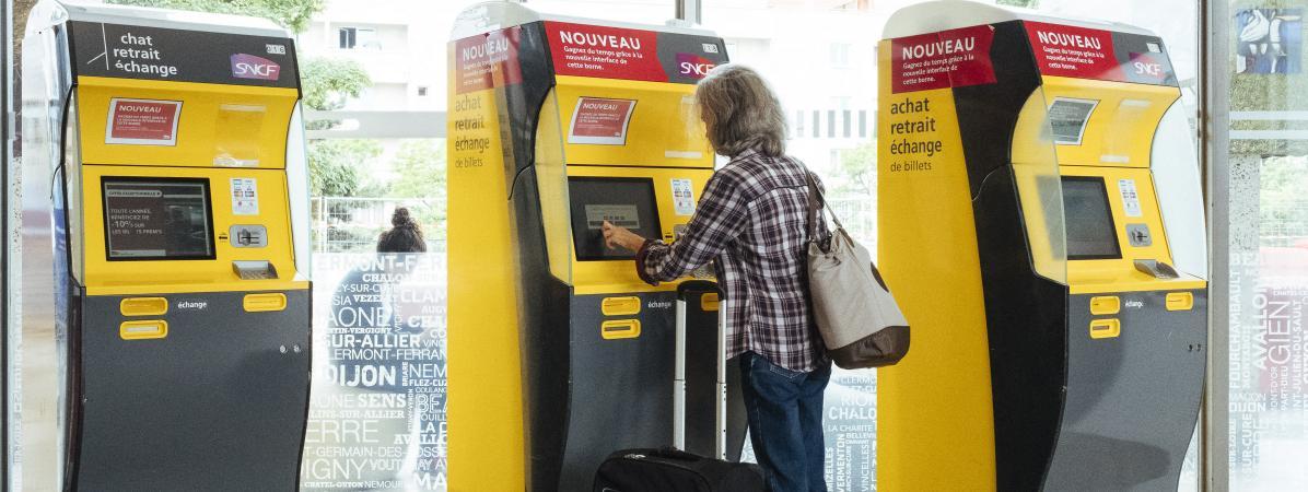 VRAI OU FAKE Est-on désormais obligé de donner son nom quand on achète un billet de train ?