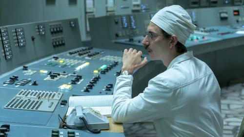 """Pourquoi la série """"Chernobyl"""" nous fascine (et nous effraie) autant ?"""