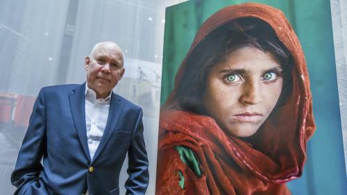 """Face à son succès, l'exposition """"Le monde de Steve McCurry"""" de Lyon est prolongée jusqu'en juillet"""