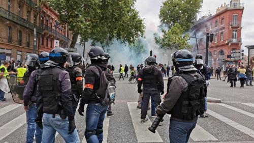 """""""Gilets jaunes"""" : gaz lacrymogènes à Toulouse, défilés à Nimes, Montpellier et Paris... Le point sur les manifestations de samedi"""