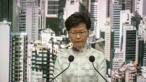 """Hong Kong : la cheffe de l'exécutif s'excuse d'avoir causé """"conflits et querelles"""" avec le projet de loi sur l'extradition vers la Chine"""