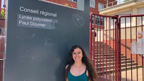 """""""C'est vraiment un défi personnel"""": Elena, Costaricaine de 18 ans, va passer le bac un an seulement après son arrivée en France"""