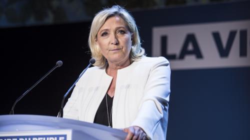 """Municipales : Marine Le Pen se dit prête à """"discuter"""" avec les militants de LR et les anti-Macron"""