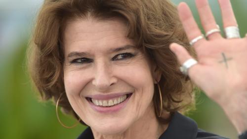 """Fanny Ardant reprend """"Hiroshima mon amour"""" de Duras aux Bouffes Parisiens"""