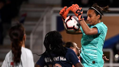 """""""On a toujours un problème à ce poste"""" : les gardiennes de but sont-elles vraiment les maillons faibles du foot féminin ?"""