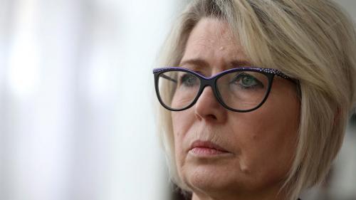 """Reconstitution du meurtre d'Alexia Daval : """"Peut-être qu'en nous voyant il pourra parler davantage"""", espère la mère de la victime"""