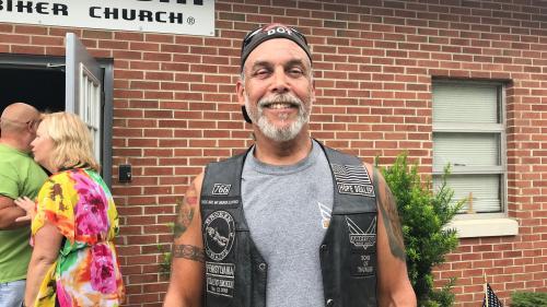 """""""Il fait ce qu'il faut pour notre pays"""" : l'indéfectible soutien des bikers de Pennsylvanie pour Donald Trump"""