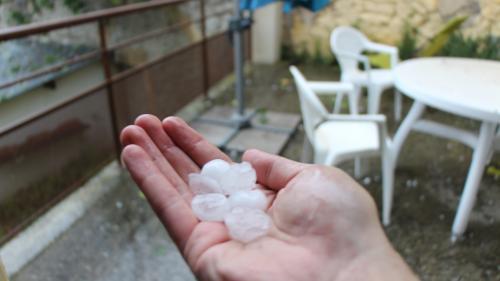 """Orages de grêle : des phénomènes difficiles à prévoir mais qui """"sont amenés à se répéter"""", explique un climatologue"""