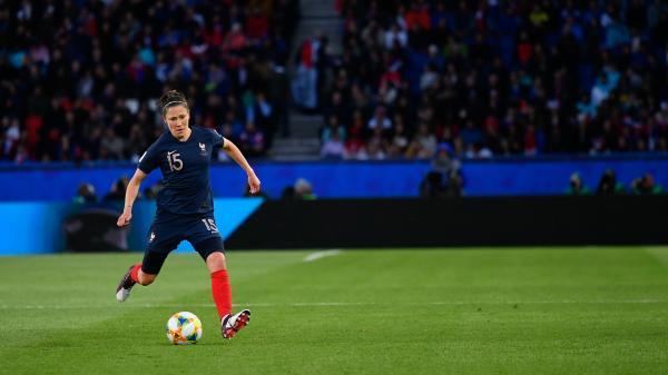 VIDEO. Mondial 2019 : qui est Elise Bussaglia, la doyenne de l'équipe de France ?