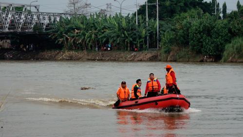 """Indonésie : au moins 15 morts dans le naufrage d'un ferry """"surchargé"""""""