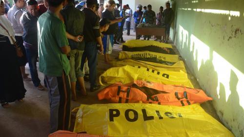 Au moins 15 morts dans le naufrage d'unferry surchargé en Indonésie