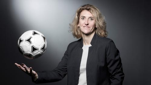 """DIRECT. """"Eugénie m'a promis son maillot dédicacé une fois qu'elle aura atteint ce record"""" : Marinette Pichon, meilleure buteuse de l'histoire des Bleues, vous répond"""