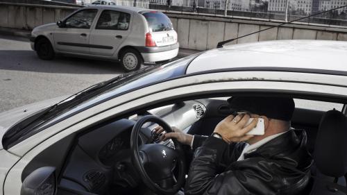 VIDEO. Utiliser votre téléphone au volant pourrait bientôt vous coûter votre permis
