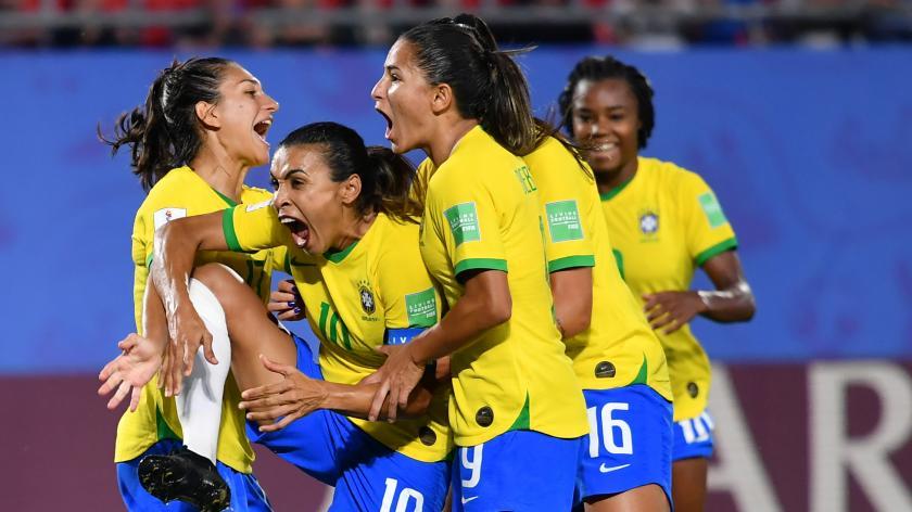 97faebcf80e8a Coupe du monde 2019 : la France a défié le Brésil, le pays du foot où les  femmes ont du mal à se faire une place