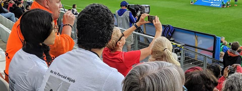 Mondial 2019 : ils se font expulser du stade à cause d'un tee-shirt pour les droits des Iraniennes, la Fifa regrette