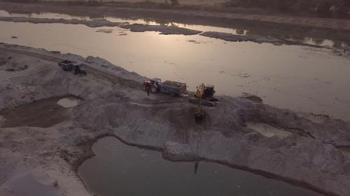 Trafic de sable : quand les mafias font la loi en Inde