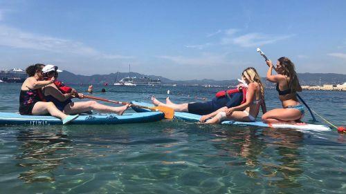 Cannes : les résidents d'un Ehpad s'essaient au paddle