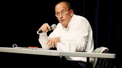 L'enseignant controversé Etienne Chouard écarté de Sud Radio après ses propos sur les chambres à gaz