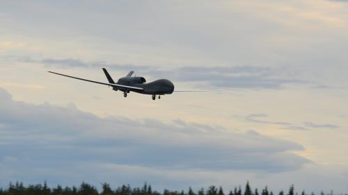 """Le drone américain abattu par l'Iran """"a violé l'espace"""" iranien, affirme Téhéran"""