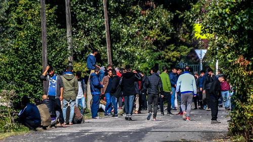 Nord : la préfecture condamnée à prendre des mesures sanitaires et à organiser des maraudes pour les migrants à Grande-Synthe