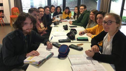 Bac : des lycéens de Carhaix rédigent leur épreuve de maths en breton (contre l'avis du rectorat)