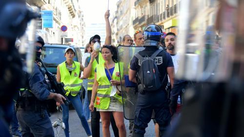 """Près de 12 000 """"gilets jaunes"""" recensés dans toute la France lors du 32e samedi de manifestation, selon le ministère de l'Intérieur"""