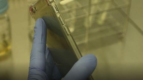 VIDEO. On a fait analyser notre téléphone portable et on a découvert un nid à bactéries