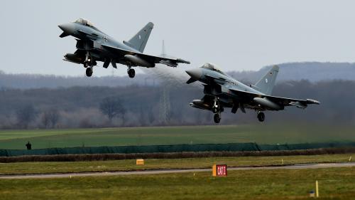 Allemagne : deux avions de chasse s'écrasent après une collision, un pilote tué