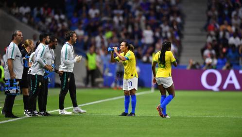 Mondial 2019 : boissons autorisées dans le public, pauses fraîcheur… Comment la Fifa tente de garder la tête froide face à la canicule