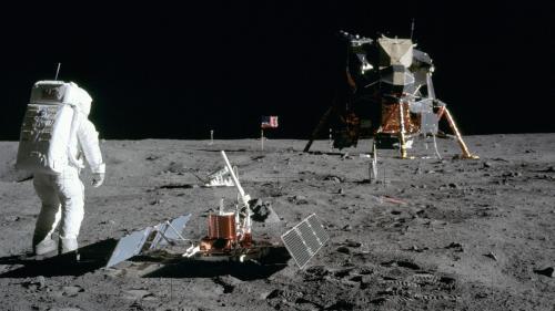 """RECIT. """"Ici la base de la Tranquillité, l'Aigle s'est posé"""" : le 20 juillet 1969, le jour où l'homme a marché sur la Lune"""