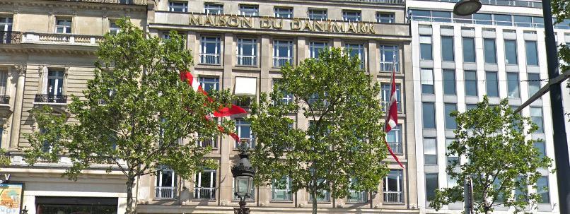 Incendie dans un institut culturel sur les Champs-Elysées, des œuvres d'art évacuées