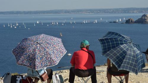 """""""La mer agit comme un réservoir de fraîcheur"""" : face aux épisodes de canicule, la Bretagne va-t-elle devenir un refuge climatique ?"""