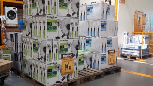 Canicule : les ventes de ventilateurs et de climatiseurs explosent en France   https://www.francetvinfo.fr/meteo/canicule/canicule-les-ventes-de-ventilateurs-et-de-climatiseurs-explosent-en-france_3510239.html…pic.twitter.com/fIK2Sq3nho