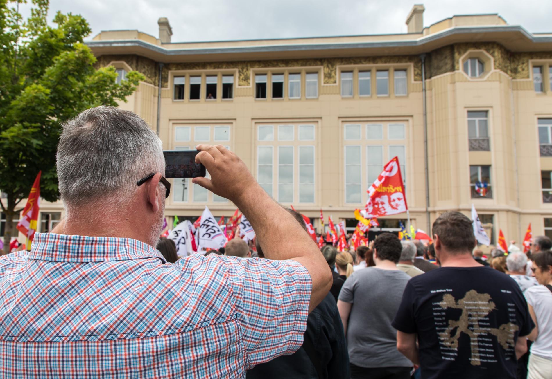 Eric Weiss lors du rassemblement en soutien aux salariés de General Electric, le 22 juin 2019 devant la Maison du peuple à Belfort.