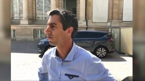 """Les ministres sont-ils """"hors la loi"""" lorsque les moteurs de leur voiture tournent à l'arrêt devant l'Assemblée, comme l'affirme François Ruffin ?"""