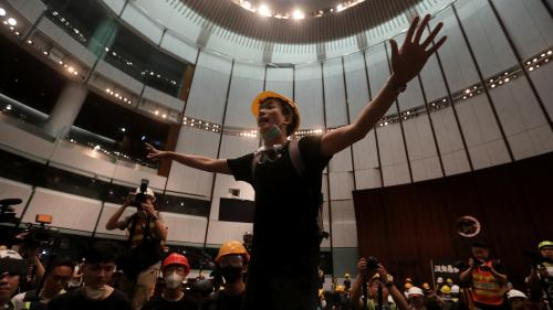 """""""On montre notre opinion au gouvernement mais ils n'écoutent pas"""" : àHongKong, la manifestation tourne à l'affrontement"""