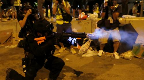 DIRECT. Hong Kong : la police charge et tire du gaz lacrymogène contre les manifestants qui ont envahi le Parlement