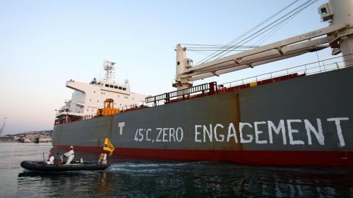 Blocage d'un cargo de soja : des activistes de Greenpeace délogés, le déchargement du navire débute