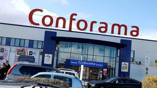 """Fermeture de magasins Conforama: """"Moins de clients, moins d'argent, moins de magasins"""""""